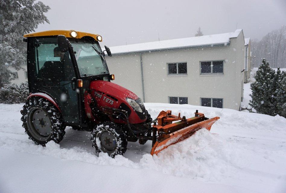Použitý traktor v zimní výbavě