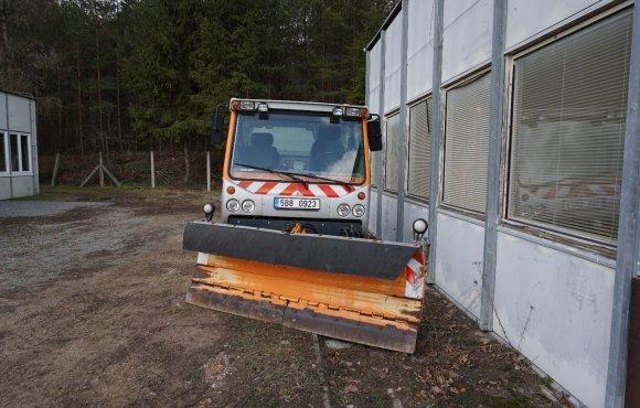 Komunální vozidlo BOKIMOBIL 1151 B se sypačem a radlicí